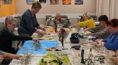 Bloemschikken kerst tafeldecoratie Oostende De Blomme tafelstuk Gistel